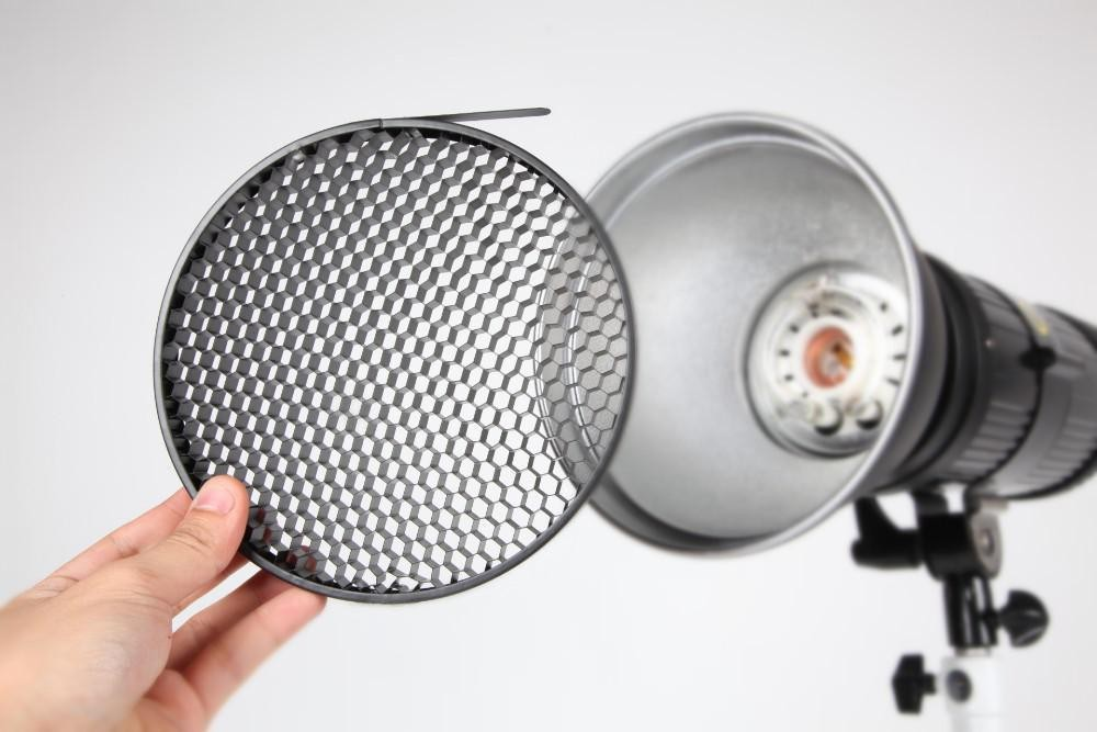 noor2 آشنایی با تجهیزات نورپردازی در عکاسی