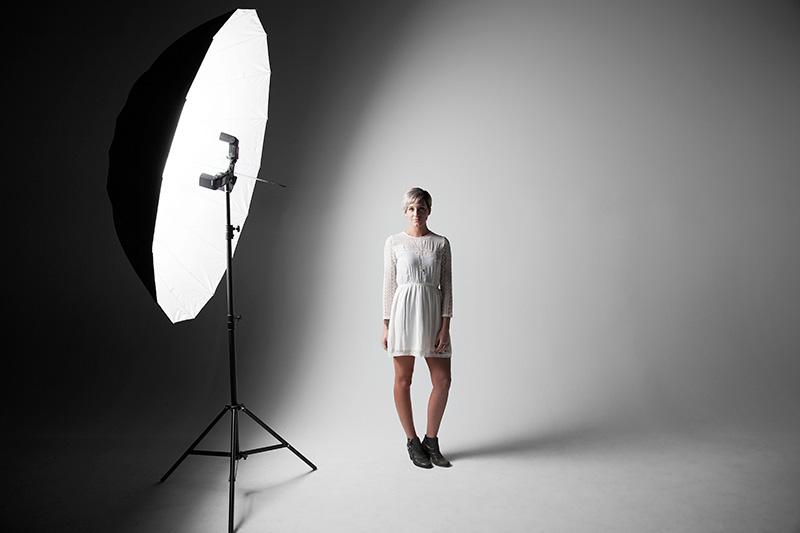 noor4 آشنایی با تجهیزات نورپردازی در عکاسی
