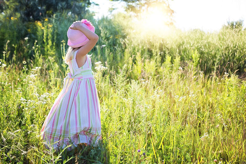 idea of outdoor photography 10 ایده عکاسی از کودک در فضای باز