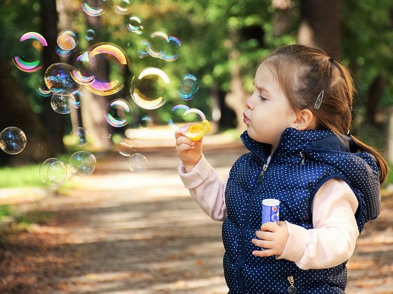 idea of outdoor photography 8 ایده عکاسی از کودک در فضای باز