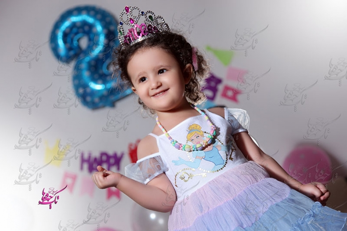 child at home photography 13 705x470 آتلیه عکاسی کودک