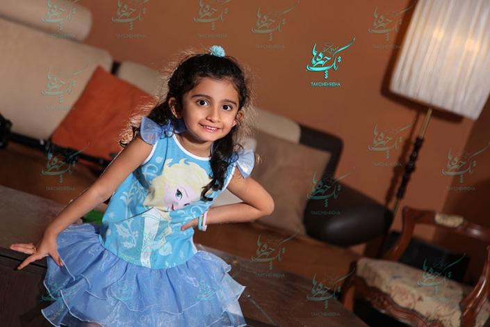 child at home photography 8 705x470 آتلیه عکاسی کودک
